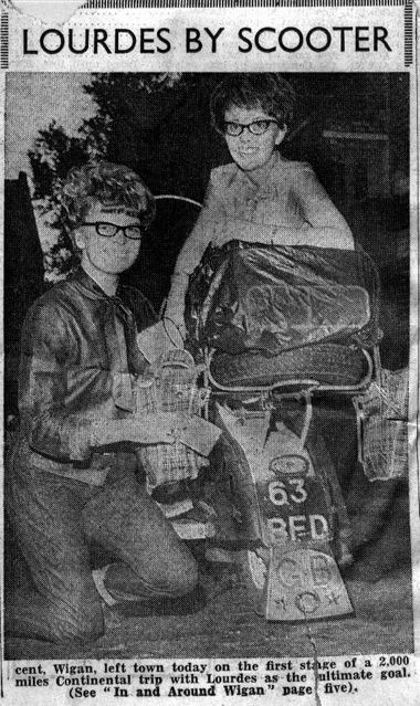 1963_preparing_the_scooter_to_drive_to_lourdes