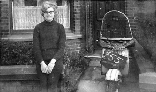1964_selling_the_lambretta_outside_grandmas